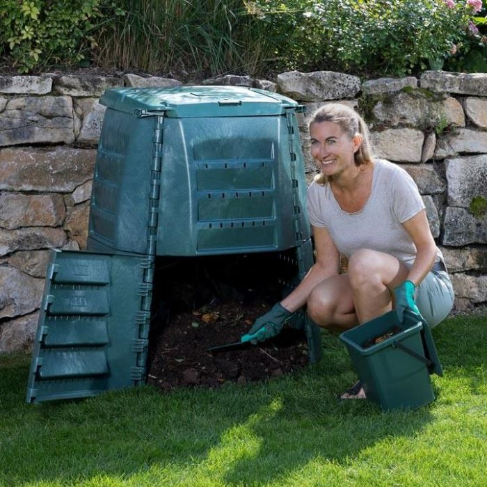 Composting: Benefits and Accessories