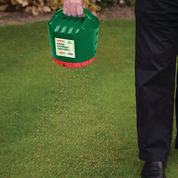 Lawn Fertiliser Spreader